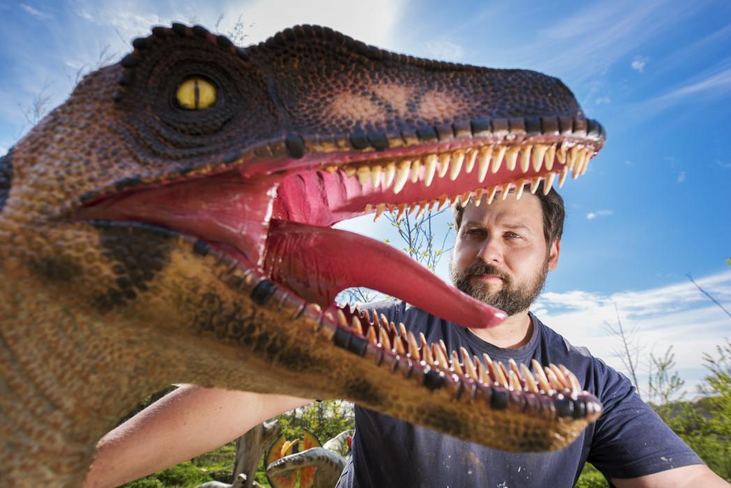 DINOSAUR BIRDLAND FRI 551 1 - Film Artist brings Dinosaurs to Life